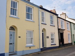 PULLR Cottage in Appledore