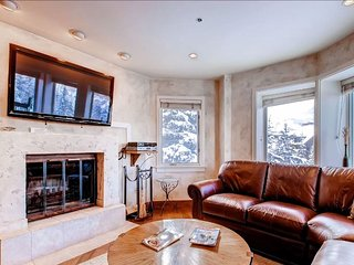 Stunning Ski Run Views, Walk to Shops, Restaurants & Galleries (208821)