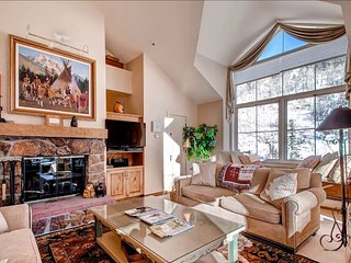 Top Floor Penthouse, Stunning Mountain Views (208828)
