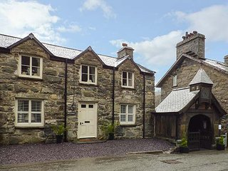 PENYBRYN, detached, character features, woodburner, luxury cottage, in Maentwrog