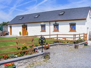 THE OLD COW BARN, barn conversion, wet room, en-suite, character features, in Ll
