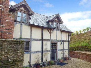 LUNNON FARM character cottage, luxurious, woodburning stove, WiFi, Peterchurch,