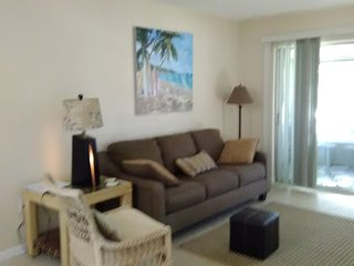 New tile & granite 2 new king beds unit #3. Large screened deck. Near Siesta Key, Sarasota