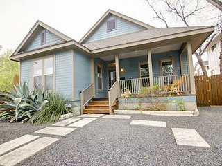 East 2nd Main House - 2br/2ba renovated charmer - WALK to downtown!