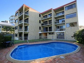 Golden Shores Unit 6, 21 Landsborough Parade