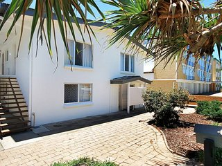 Beachside Unit - Beachcomber U4, 7 Dingle Ave