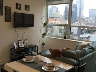 Luxury doorman 1 bedroom apt-Midtown, Sunshine!TOP floor 7