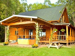 Spectacular Log Cabin w/ Mountain Views near Lake, Ferrisburg
