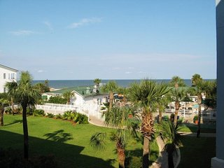 Oceanview 2 BR Condo, 3 Pools, Newly Refurnished, Isla de Tybee