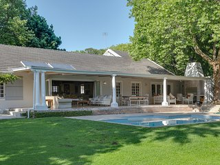 The Valley Close, Beautiful, Spacious 4 Bedroom home in upper Constantia