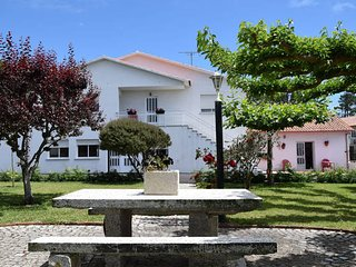 Apartamentos Sandra. Apartamentos con piscina, parking privado y barbacoa.