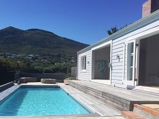 STYLISH SEA-BREEZE VILLA - NEW, Noordhoek