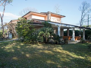 Private Villa 1km from the beach. Large garden, very quiet and comfortable
