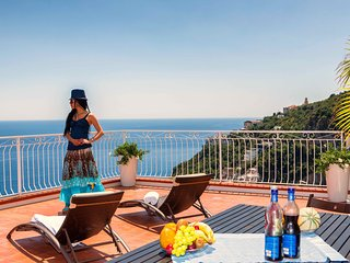 VILLA SERENA with Amazing Sea View, in Amalfi !