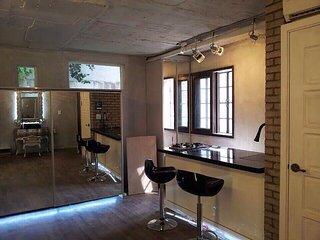 Sinsa Garosugil Studio House - Cozy Premium House 3 minutes to Sinsa Garosugil, Seoul