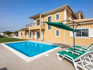 Villa Albufeira 4 bedroom with pool AIR CON and WIFI walking distance to shops