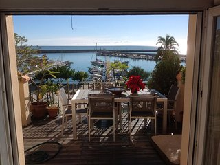 LUXURY THREE BEDROOM TOWNHOUSE OVERLOOKING THE OCEAN ON THE BEACH FREE