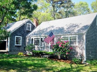 IDYLLIC RETREAT NEAR NICKERSON PARK AND PONDS!  PET FRIENDLY!, Brewster