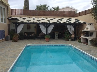 Villa Lorraine - Free WIFI, Private Garden and Pool