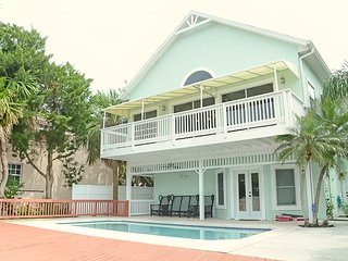 Summer Special - Luxury 3 bed 3 bath Vacation Home W/Riverview 3110, Vansant