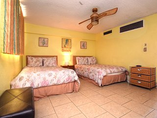 Oceanfront Condo W/ Tiki Bar And Jacuzzi 425, Daytona Beach Shores