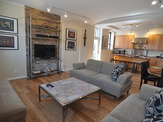 Amazing Loft Home 4 Bdrm, 3 Bath, Perfect for Families, Couples, Girl's Getaways, Chicago