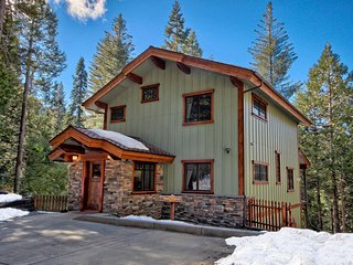 Two King Bedrooms, Two Baths, Inside Yosemite Gates
