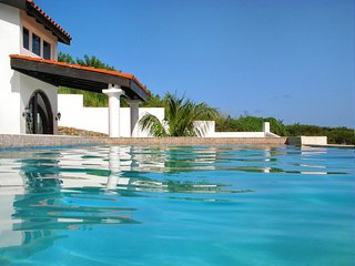 Windsong - Ideal for Couples and Families, Beautiful Pool and Beach