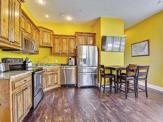 Brand New 2 bed/ 2 bath Studio Condo next door to New Clubhouse with Indoor Amenities., Branson