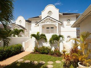 Sugar Hill Villa, Coconut Ridge 5 - Ideal for Couples and Families, Beautiful Pool and Beach, Saint James Parish