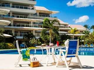 Palm Beach 111 - Ideal for Couples and Families, Beautiful Pool and Beach, Bridgetown