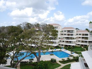 Palm Beach 502 - Ideal for Couples and Families, Beautiful Pool and Beach, Bridgetown