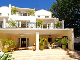Coco - Ideal for Couples and Families, Beautiful Pool and Beach, Mullins