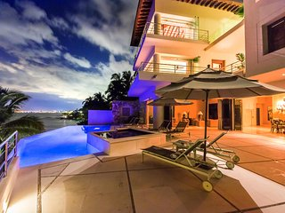 Ideal for Groups, Heated Saltwater Pool & Jacuzzi, Cook Service 3 Meals / Day, Puerto Vallarta