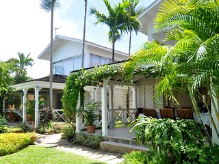 Secret Cove 1 - Ideal for Couples and Families, Beautiful Pool and Beach, Saint James Parish