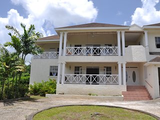 Belle View - Ideal for Couples and Families, Beautiful Pool and Beach, St. James