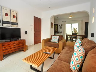 PK10 - Poolside 2 Bed 2 Bath with Pool