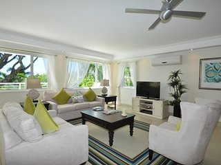 Palm Beach 204 - Ideal for Couples and Families, Beautiful Pool and Beach, Bridgetown