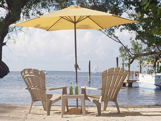 Key Largo - your own private beach! Free use of canoe.
