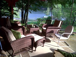 LK WALLENPAUPACK COTTAGE W/KAYAKS. WIFI, A/C, BOAT SLIP, GRILL, FIRE PIT, VIEWS!