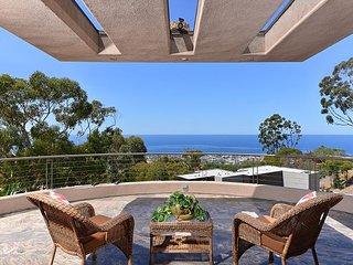 Stunning estate, pool, jacuzzi, firepit, gym, pool table & ocean views!, La Jolla