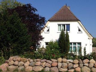 Ferienhaus mit großem Garten in Strandnähe, Fewo BROMBEERE, Graal-Mueritz