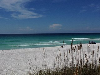 Perfect Vacation Beach Destin Ation Spot in Destin!!  Beach Service Included :)