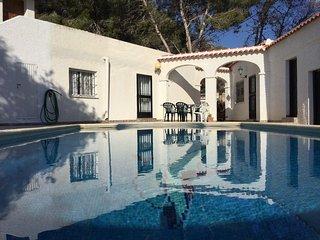 Chalet en medio de la naturaleza con piscina privada muy grande