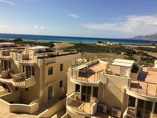 Bayview Penthouse 300 meters from the beach, Makry-Gialos