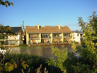 Velvet Lodge/56 Clearwater/Lower Miill Est/5 sleeps 10+2 kids/south facing/spa