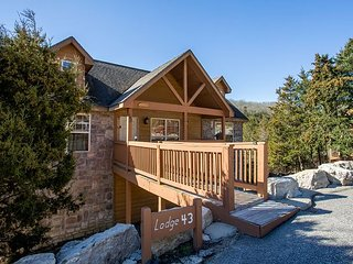 Mountain Haven Lodge-Walk-In 2 bedrom, 2 bath cabin at Stonebridge Resort, Branson West