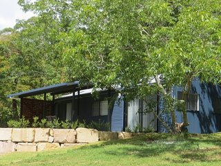 Jacaranda Cottages The Lodge - 2 night minimum stay, Maleny