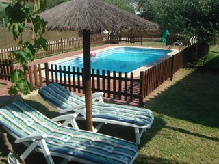 VILLA ANDREA.  Acogedora casa en plena naturaleza con piscina