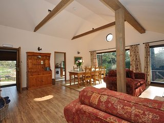 29115 Log Cabin in Winchcombe